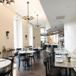 Cafe Spiaggia Center Room
